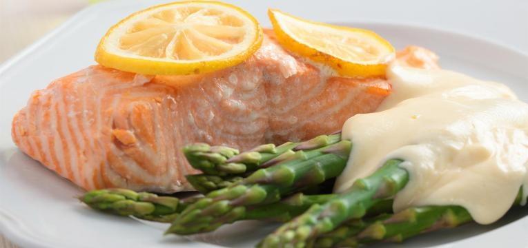 salmão com molho de queijo
