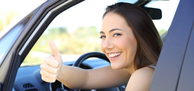mulher num carro