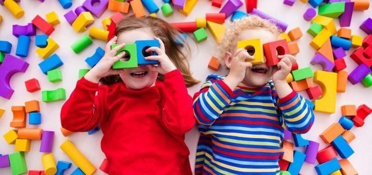 criancas a brincar
