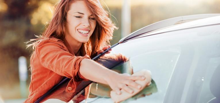 lavar vidros do carro