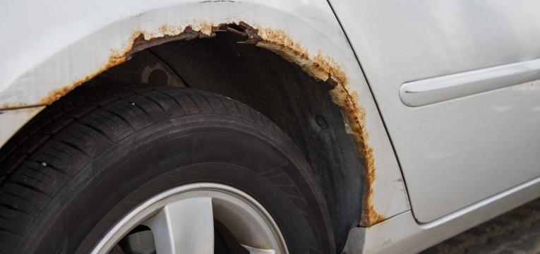 carro com ferrugem