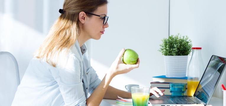 Comer queijo, maçãs e outros alimentos também pode ajudar