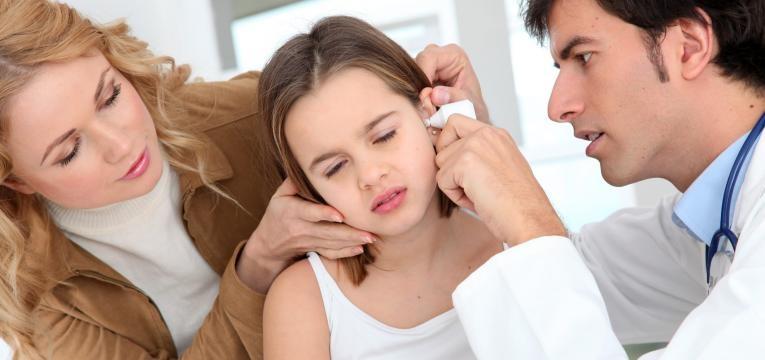 Devemos usar ou não usar cotonetes para os ouvidos?