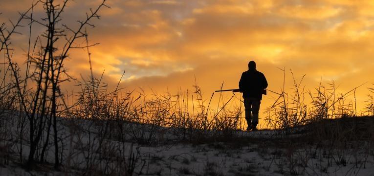 homem a caçar