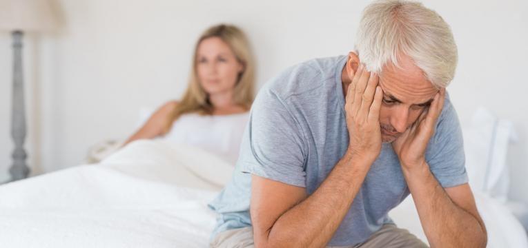 incapacidade persistente ou recorrente em atingir e/ou manter ereção