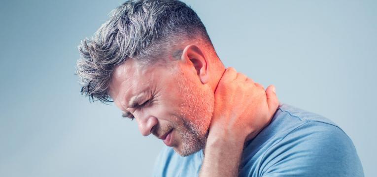dores no pescoço
