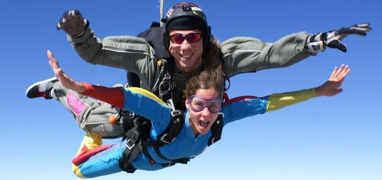 saltos de paraquedas