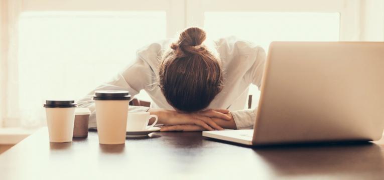 trabalhar sem dormir bem