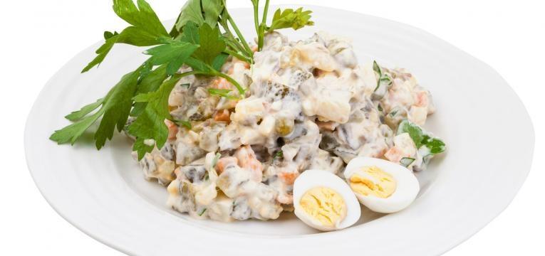 filetes com salada russa