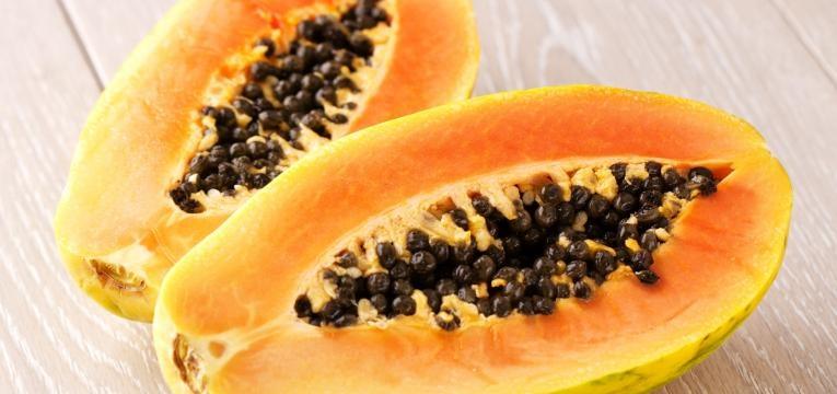 a papaia é uma das frutas saudáveis que tem de comer