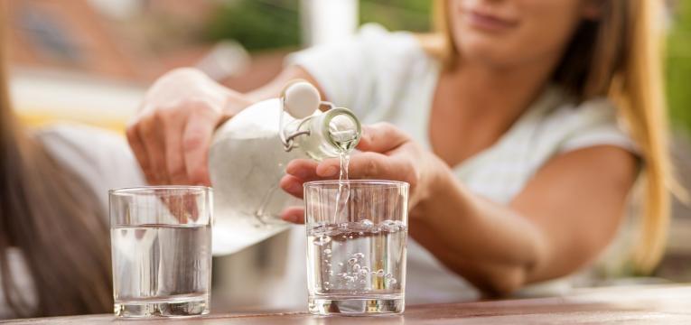 beber água ajuda a emagrecer depois dos 40