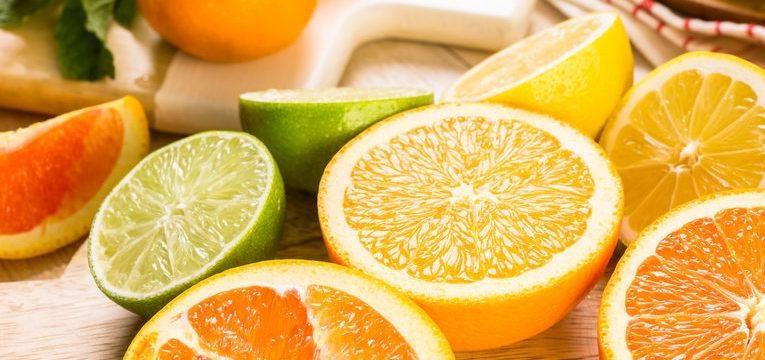 comer cítricos ajuda a prevenir as estrias na gravidez