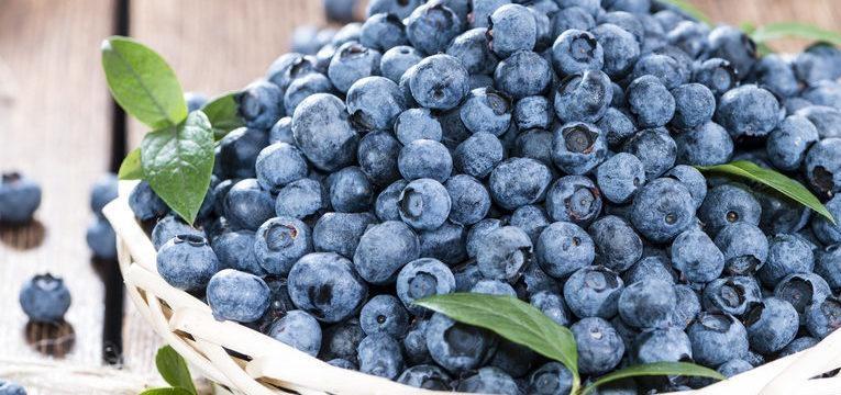 os mirtilos são uma das frutas saudáveis que deve comer