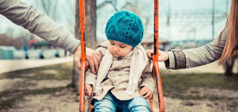 crianca com pais separados