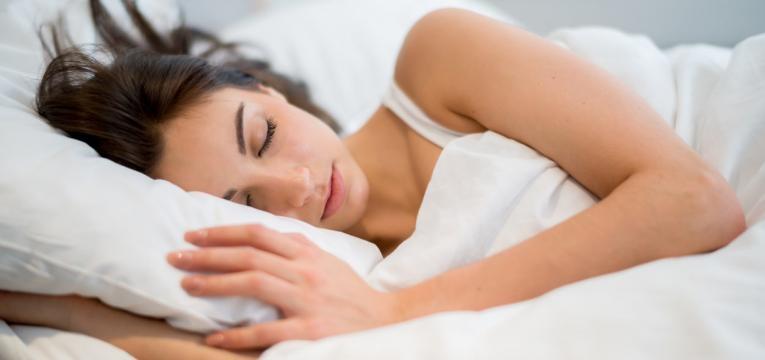 dormir 7 a 8 horas é uma das formas de cortar 500 calorias todos os dias