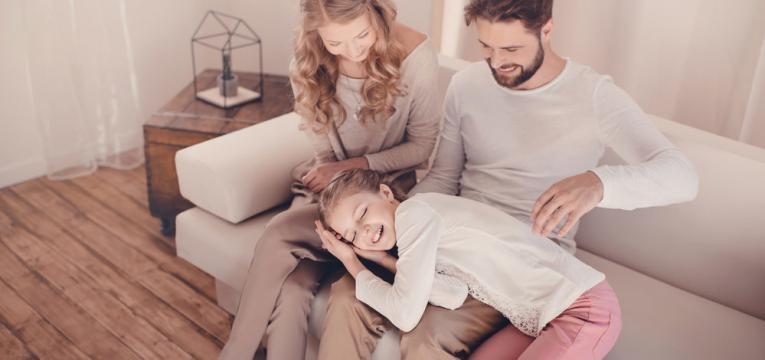 familia no sofa