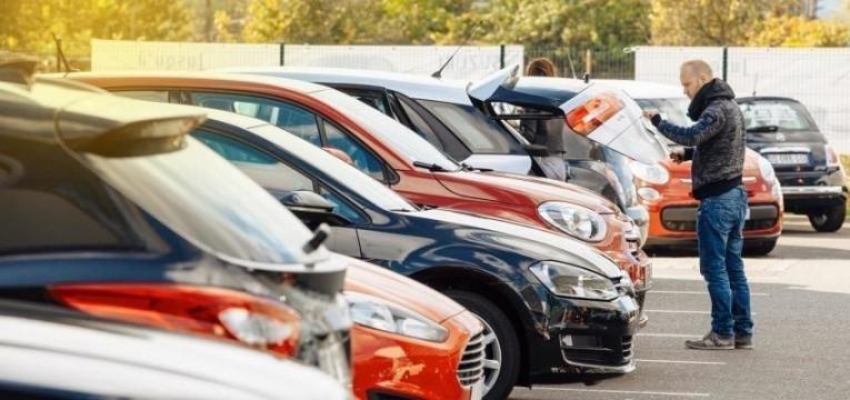 Como negociar um carro usado com o vendedor