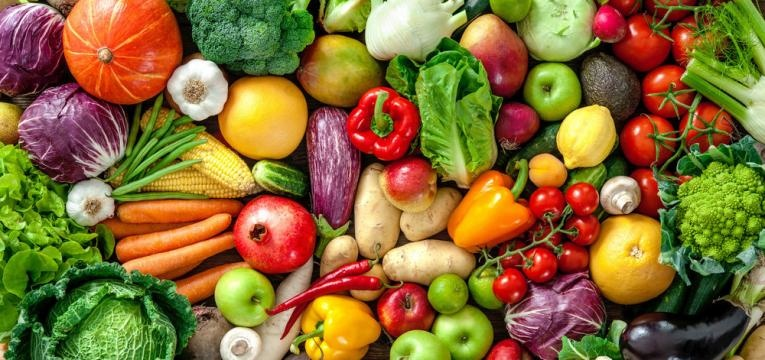 frutas e vegetais fazem parte da lista sobre o que comer para emagrecer