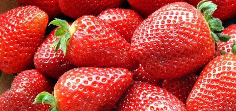 o morango é uma das frutas saudáveis que deve comer