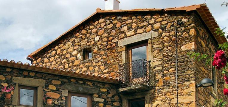 Casa da Pedra Rolada