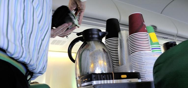 beber chá ou café no avião