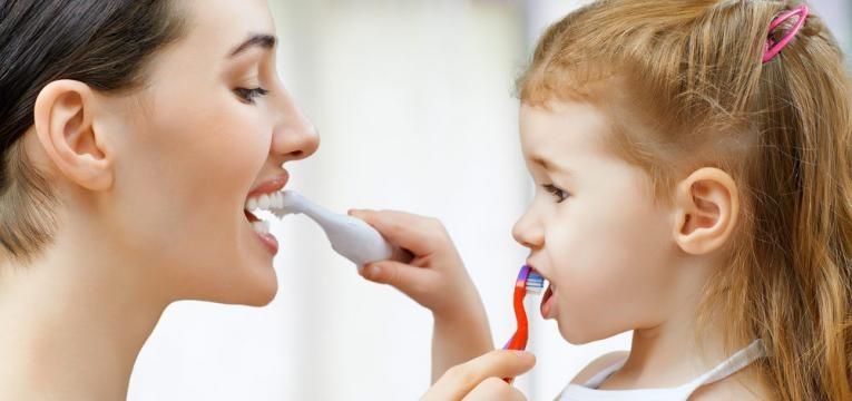 Escovar bem os dentes é fundamental