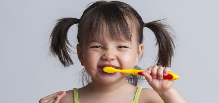 Cuidados de saúde oral para as crianças