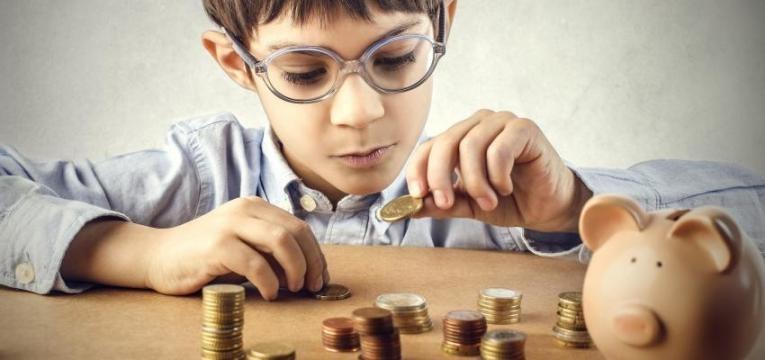 ensinar os filhos a poupar