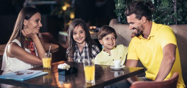 familia em restaurante