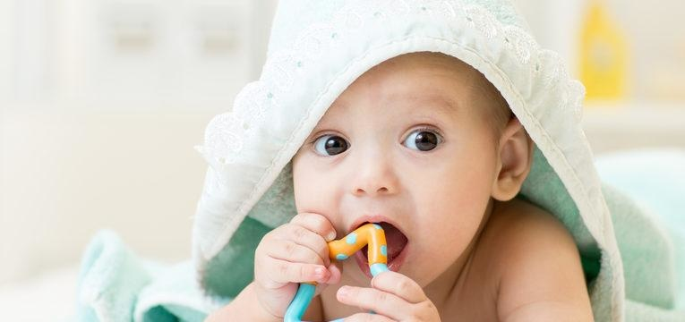 saiba tudo sobre sapinhos na boca do bebé