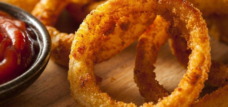 os aros de cebola são um dos alimentos que não valem as calorias