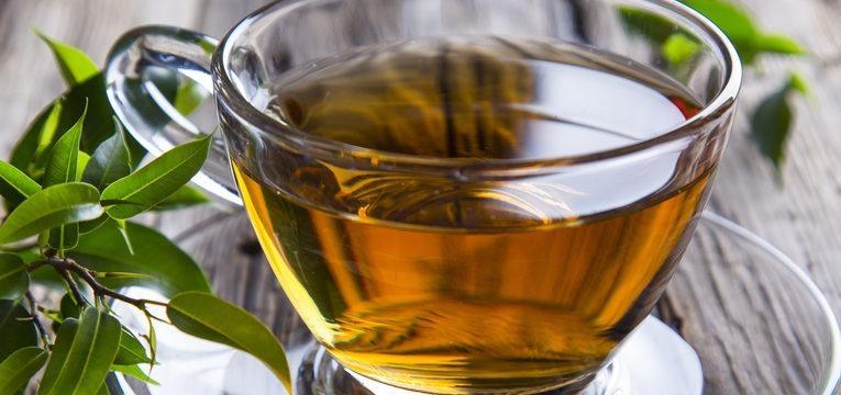beba chá verde se precisa de um chá energizante
