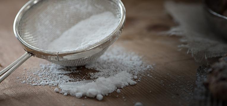 peneirar farinha