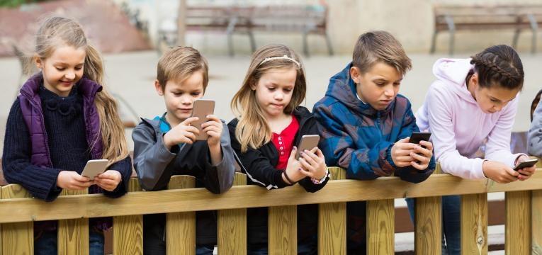 idade certa de dar telemóvel ao filho