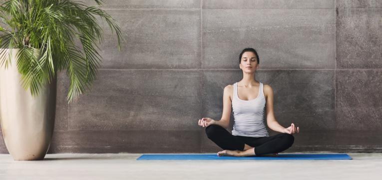 a meditação é um dos hábitos que dão vida