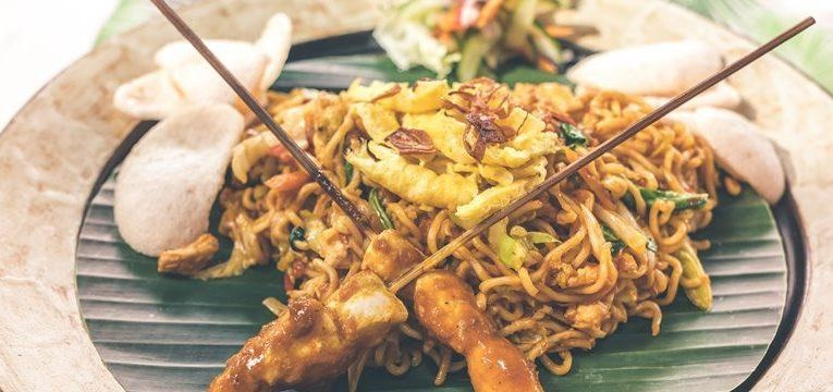 massa chinesa com frango