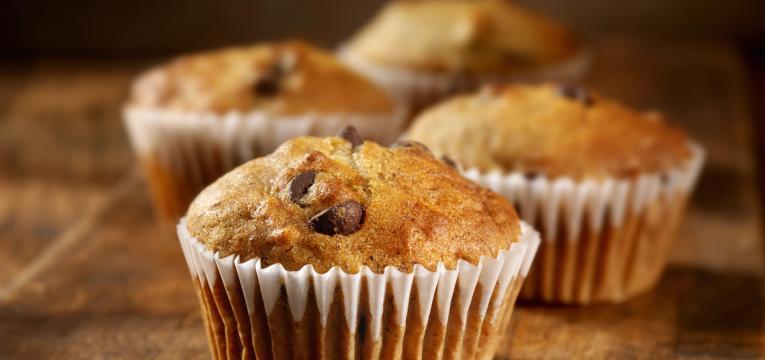 muffin com pepitas de chocolate