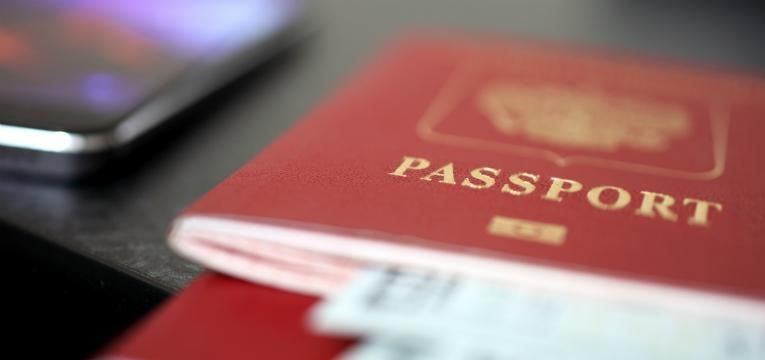 passaporte e visto obrigatórios