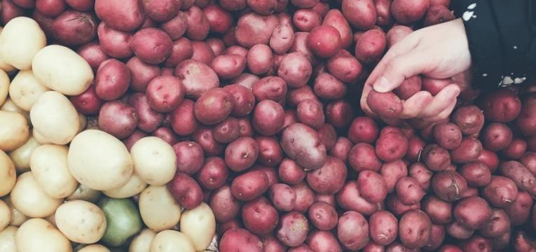 quanto tempo demora a cozer batatas