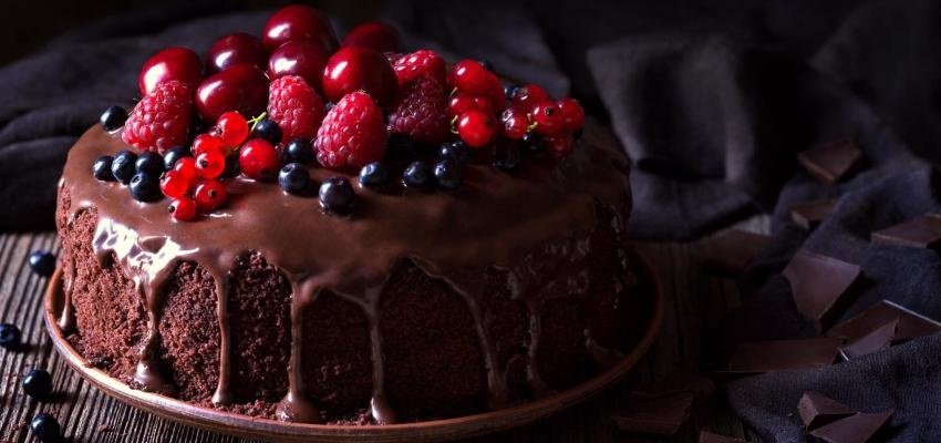 Alerta delícia: bolo de chocolate húmido e fofo em 5 versões