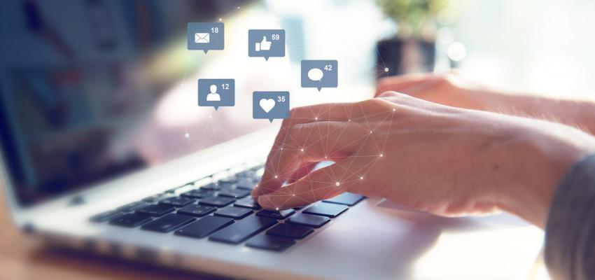 Usar facebook no trabalho: correto ou não?