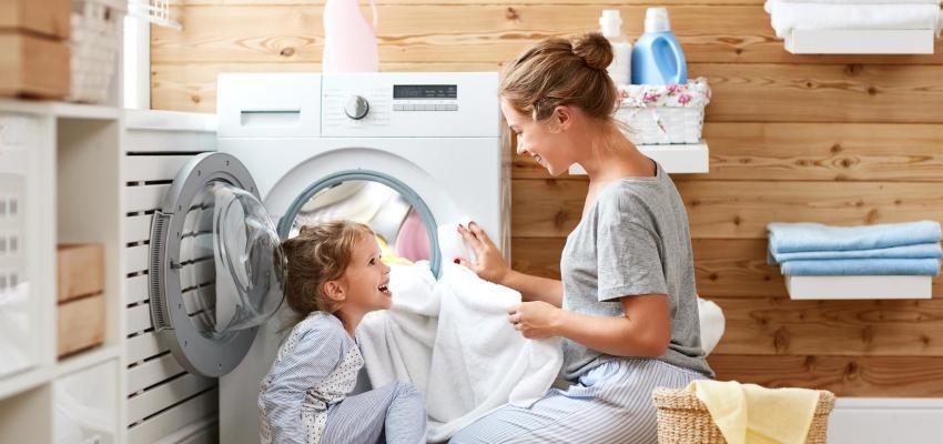 Como lavar a roupa na máquina corretamente: 6 coisas que está a fazer mal