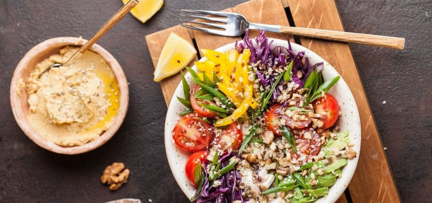Tudo o que deve evitar nas saladas: 8 alimentos proibidos