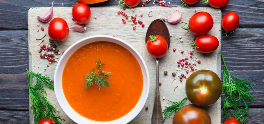 Sopa de tomate: duas receitas super simples e deliciosas