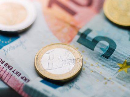 Dinheiro falso: como identificar e o que deve fazer