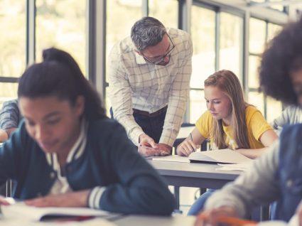 Anos de serviço congelados não são contabilizados para progressão na carreira dos professores