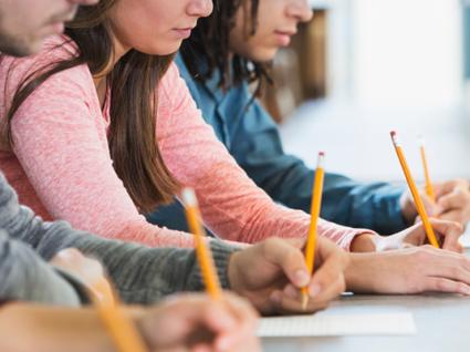 Pouco mais de metade dos inscritos nos exames nacionais quer seguir para o superior