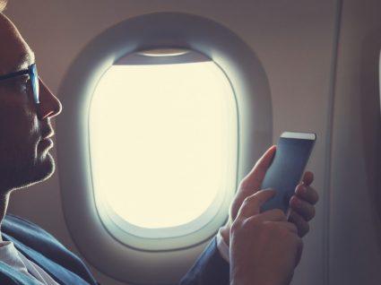 Sabe o que acontece quando não liga o modo voo durante a viagem de avião?