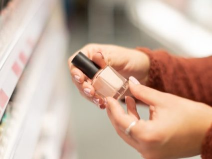 5 formas inéditas de usar o verniz das unhas