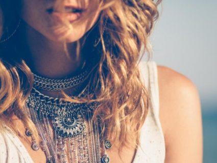 As jóias Monica Vinadersão bonitas, acessíveis e enfeitam a pele de famosas